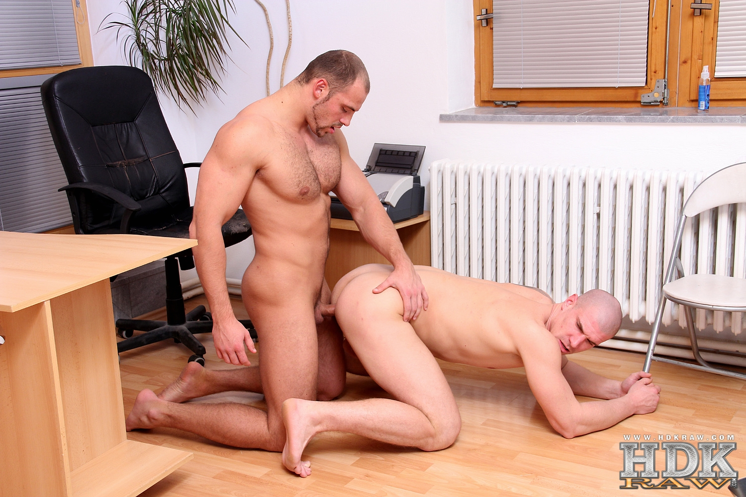 HDK-Raw-Creamin-Fit-Fuckers-Tomm-Max-Born-Muscle-Bareback-Amateur-Gay-Porn-01 Built Hairy Muscle Bear Fucks His Smooth Muscle Buddy Raw