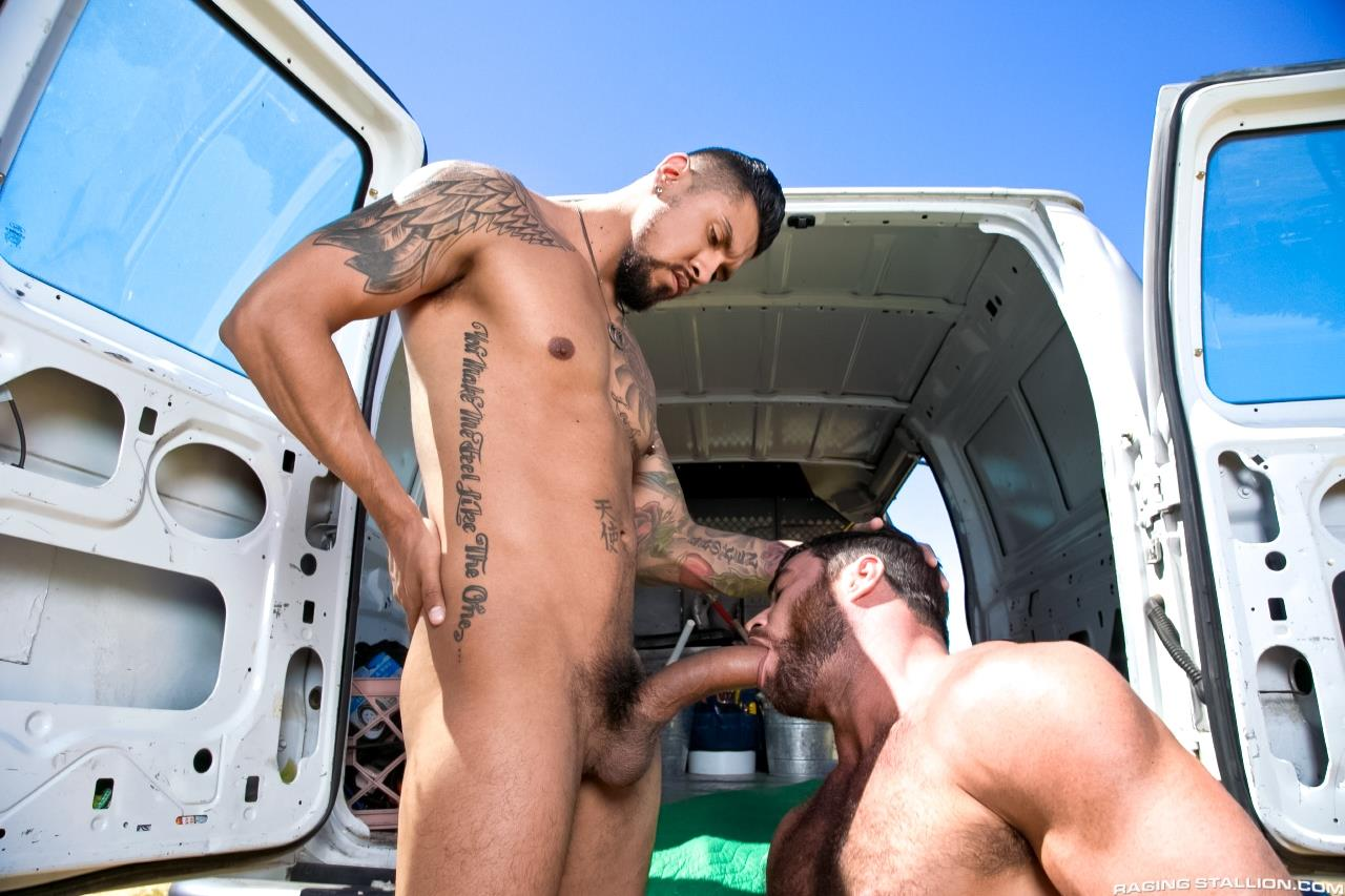 Raging-Stallion-Boomer-Banks-Mike-Dozer-Huge-Uncut-Cock-Fucking-A-Hitchhiker-Amateur-Gay-Porn-04 Boomer Banks & Mike Dozer: Fucking A Hitchhiker With A Huge Uncut Cock