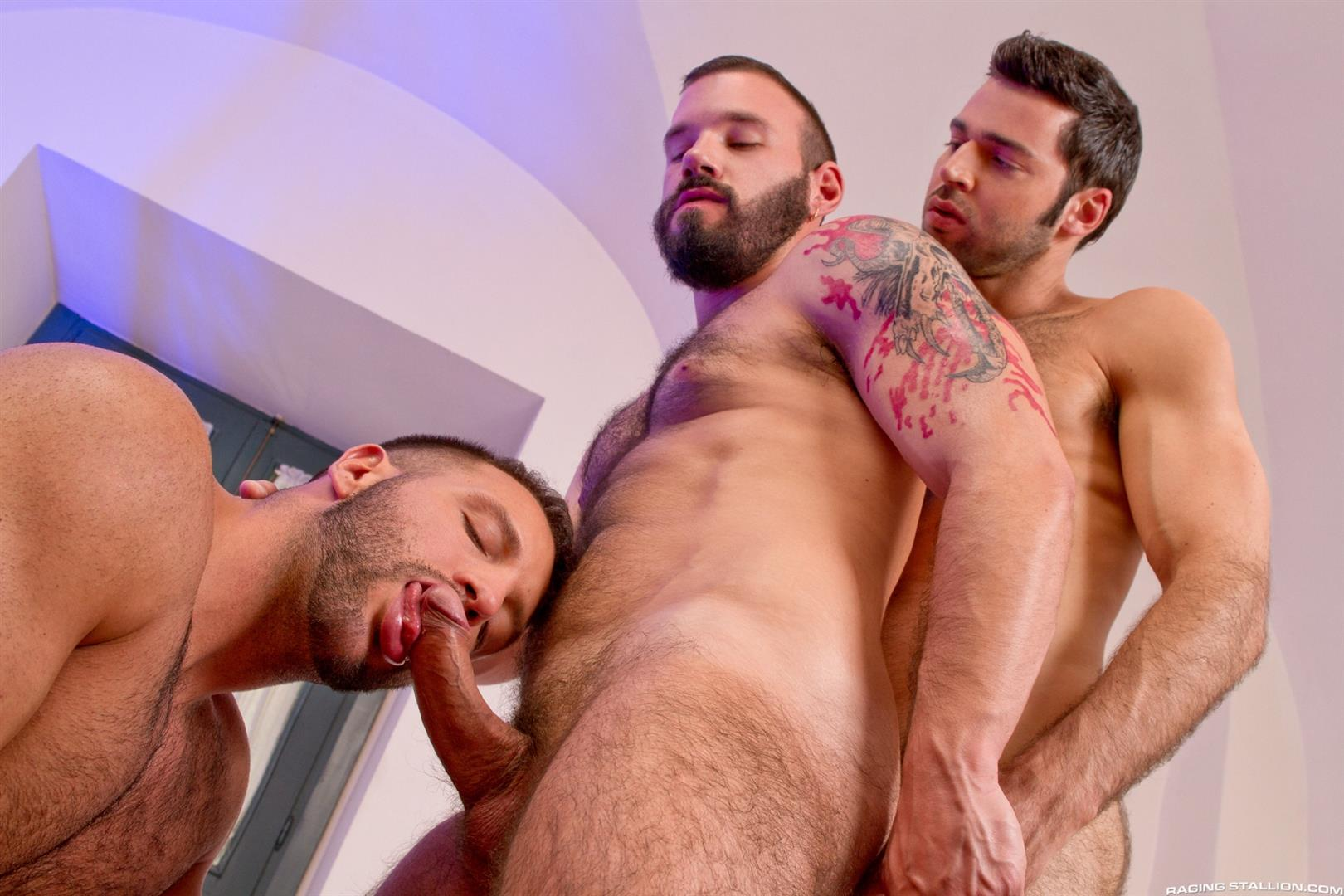 Raging-Stallion-Donato-Reyes-and-Dario-Beck-and-Alessio-Veneziano-Hairy-Muscle-Bears-With-Big-Uncut-Cocks-Fucking-Amateur-Gay-Porn-02 Hairy Muscle Bear Hustlers With Big Uncut Cocks Fucking A John